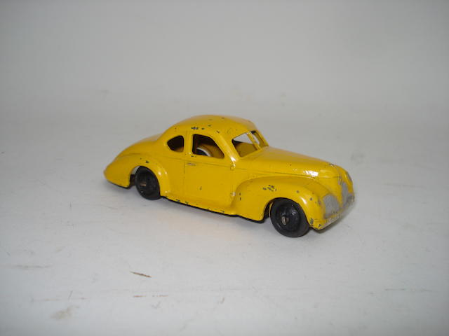 Dinky rare 39f yellow Studebaker State Commander