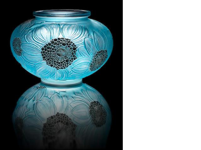 René Lalique  'Dahlias' a Vase, design 1923