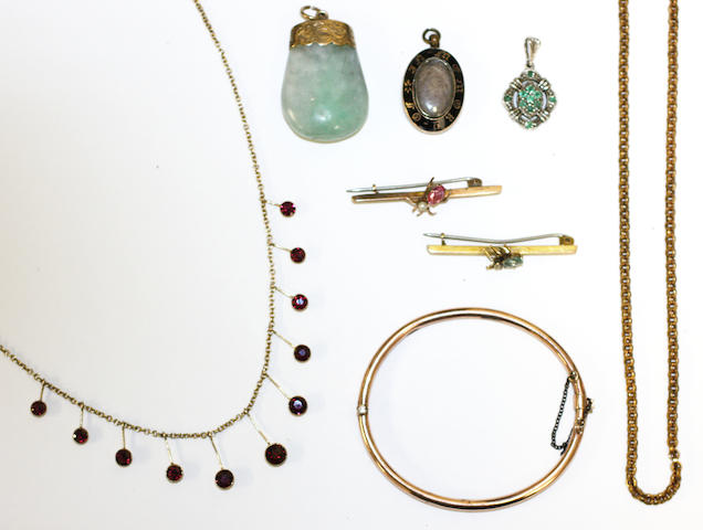 A garnet fringe necklace, a 9ct gold bangle, a guard chain, jade pendant, mourning pendant, two insect brooches and an emerald pendant