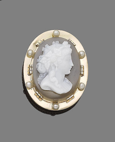 A hardstone cameo and cultured pearl pendant,