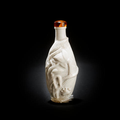 A unglazed ceramic snuff bottle Late Qing or Republic, circa 1900