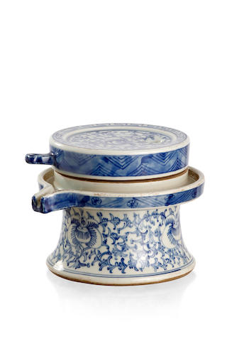 A Chinese blue-and-white mill Late Qing dynasty