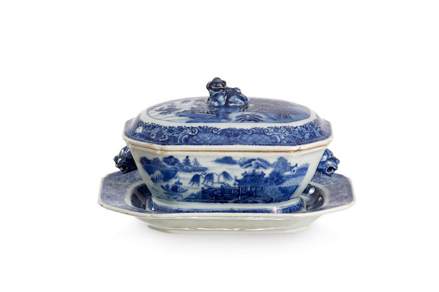 An export blue-and-white soup tureen with lid and stand Qianlong