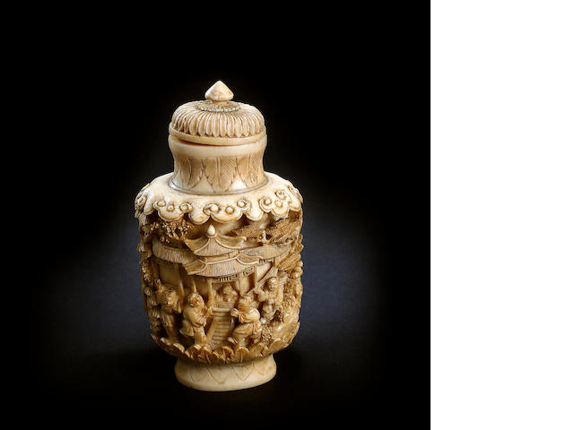 A Chinese ivory snuff bottle Late Qing or Republic