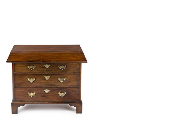A George III  mahogany bachelor's chest