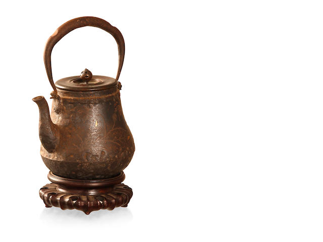 A Japanese iron kettle By Ryubundo, 19th century