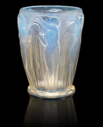 René Lalique 'Danaides' a Vase, design 1926