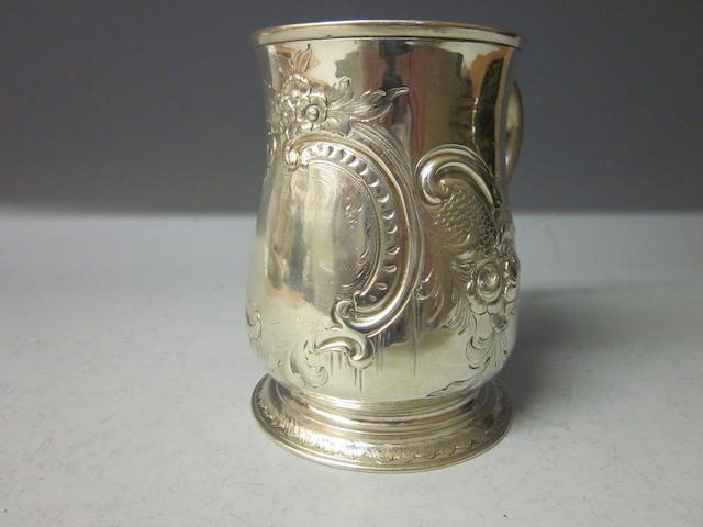 A George II silver pint mug,  by John Swift,  London 1747,