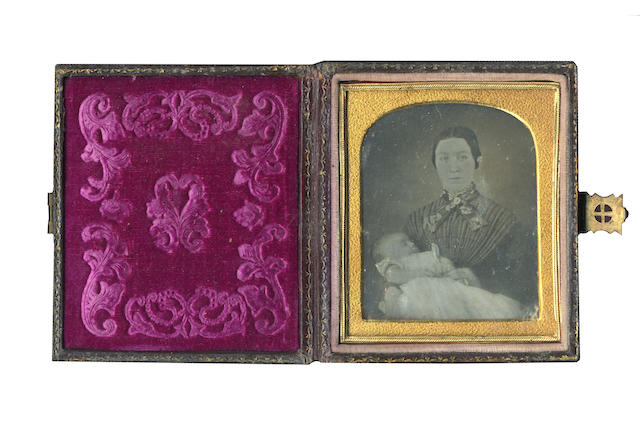 DAGUERREOTYPES A group of 14 portraits women and children, 1850s and later (14)