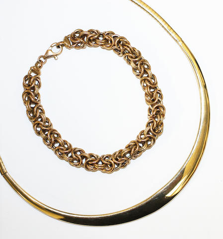 A 9ct gold collar necklace, and a 9ct gold bracelet, (2)