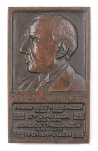 AMUNDSEN (ROALD) - PLAQUE A small bronze plaque bearing Amundsen's profile in relief, above the names, dates and ships of his expeditions from 1903 to 1926