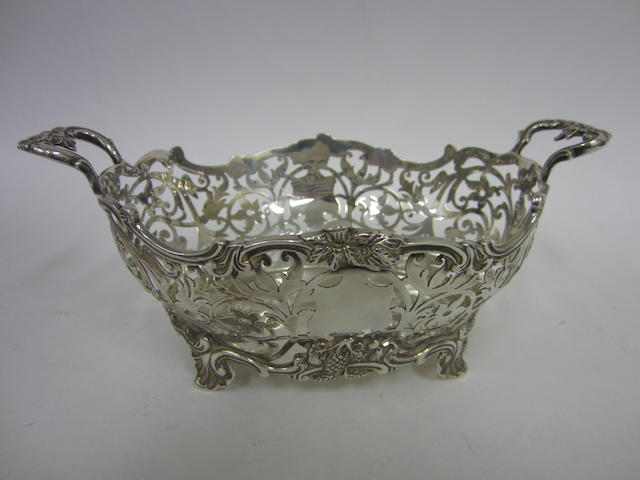 An Edwardian silver pierced dish by Gibson & Langman, London 1902