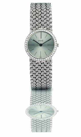 Piaget. A fine and rare 18ct white gold and diamond set lady's manual wind bracelet watch Ref:925 D 1, Case No.93105, Circa 1970