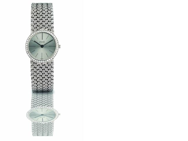 Piaget. A fine and rare 18ct white gold and diamond set lady's manual wind bracelet watch Ref:925 D 1, Case No.93105, Circa 1970s