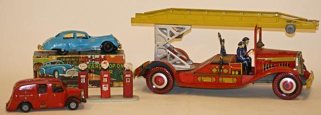 A Mettoy (UK) large clockwork tinplate fire engine with four firemen