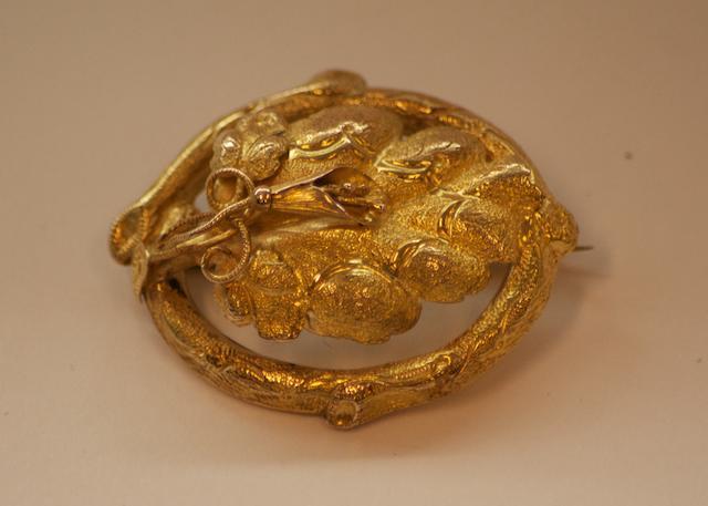 An Australian gold vine leaf brooch by Henry Steiner, Rundle Street, Adelaide, circa 1880