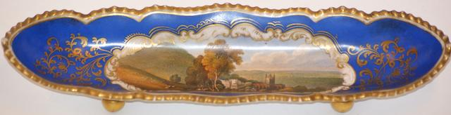 A Chamberlain's Worcester titled pen tray, circa 1810,