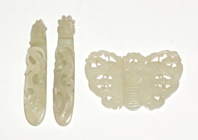Three Chinese jade belt buckles, 18/19th century