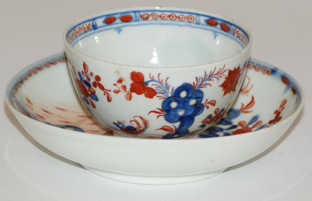 A Lowestoft Redgrave porcelain tea bowl and saucer, circa 1780