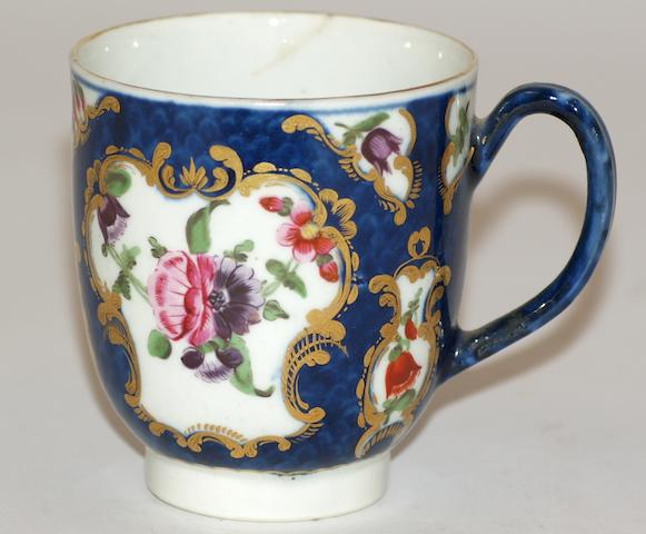 A Worcester porcelain scale blue scale plate and a teacup, circa 1770