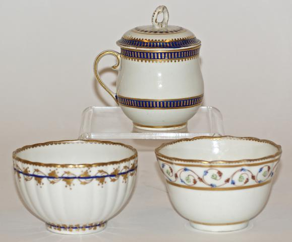 A Derby custard cup and cover, circa 1800