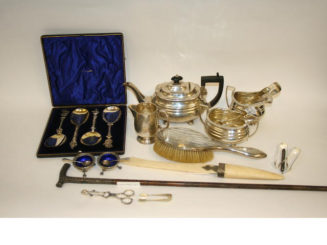 A Victorian silver three-piece tea service Chester 1895  (Qty)