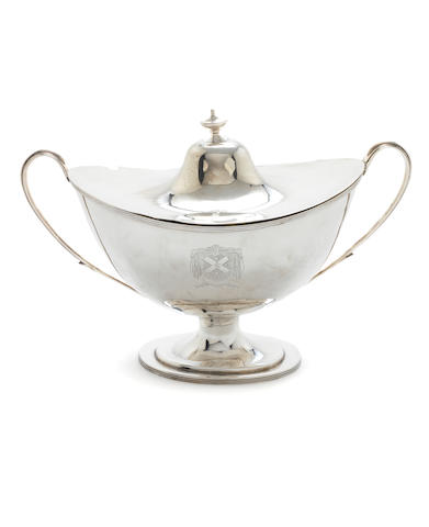 An Edwardian silver  soup tureen and cover by William Hutton & Sons, Sheffield 1903,