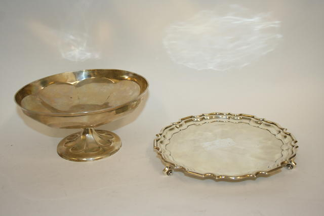 An Edwardian silver circular salver Sheffield 1903  (2)