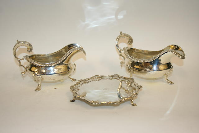 A George III pair of silver sauce boats by Rebecca Emes & Edward Barnard I  London, 1824
