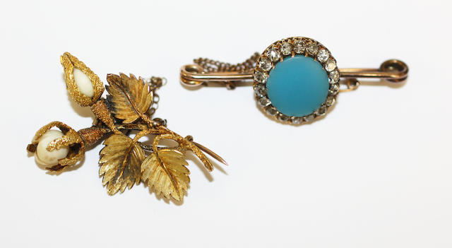 Two gem set brooches, (2)