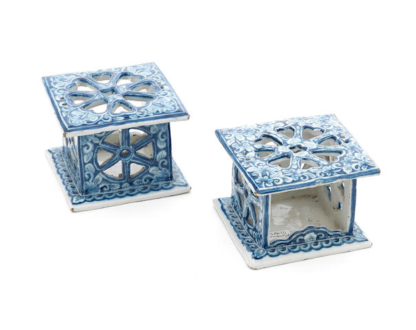 a pair of dutch delft miniature stoves, late 18th c., h. 7 cm. (316787/41)