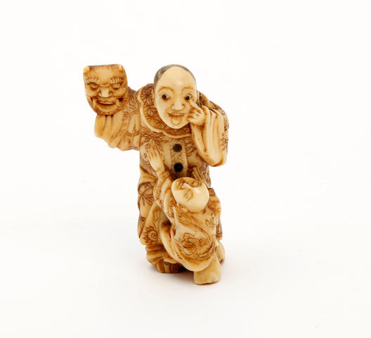 A Japanese carved ivory netsuke 19th/20th Century