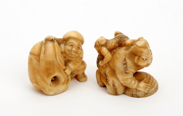 Two Japanese carvd ivory netsuke  Late 19th/early 20th Century