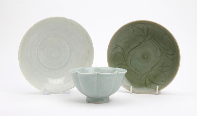 A small collection of Chinese glazed items