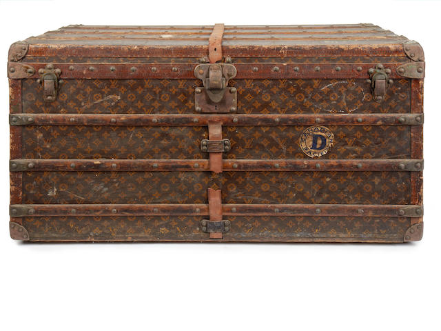 LOUIS VUITTON: An early 20th century monogrammed trunk