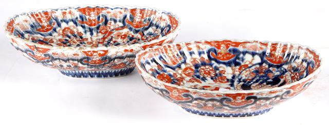 A pair of Imari oval frilled rimmed dishes (2)