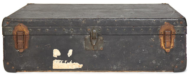 LOUIS VUITTON: A vintage travelling case