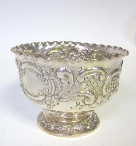 An Edwardian silver rose bowl by Goldsmiths & Silversmiths Co Ltd, London 1906