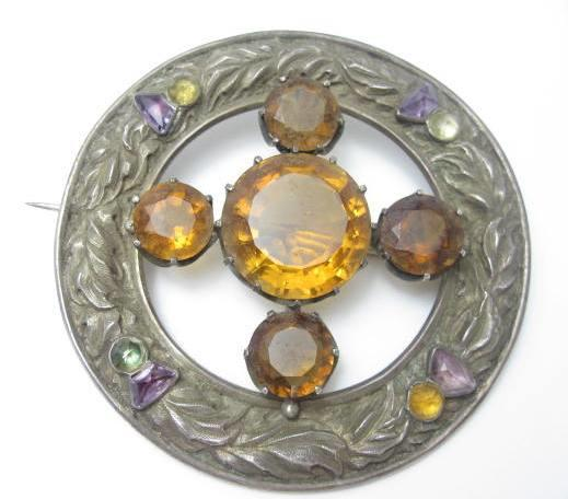 A late Victorian gem-set plaid brooch