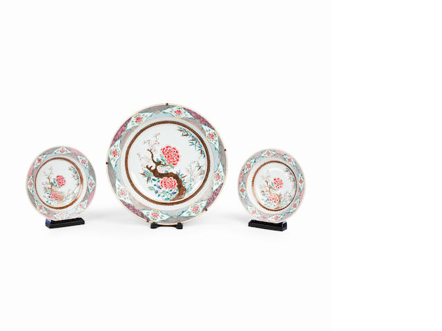 A famille rose circular deep dish and five soup dishes Qianlong