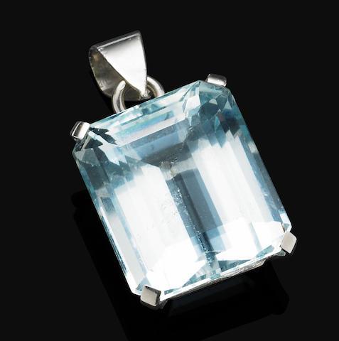 An aquamarine pendant