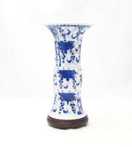 A blue and white vase, gu 19th century