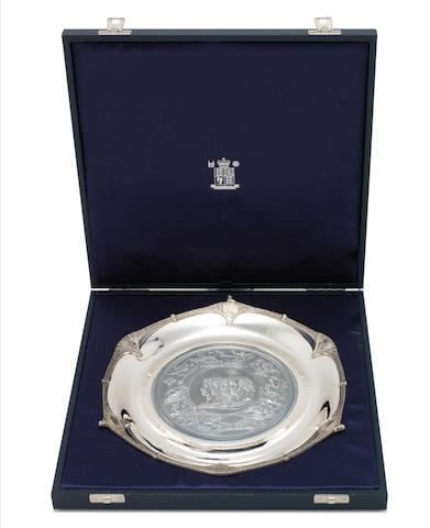 CHRISTOPHER NIGEL LAWRENCE: A cased silver commemorative plate London 2001