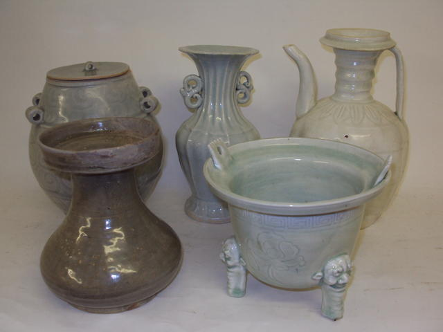 A small collection of Chinese vases