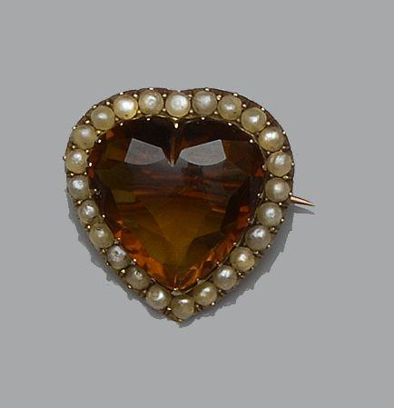 A citrine and half pearl heart brooch and four bar brooches  (5)