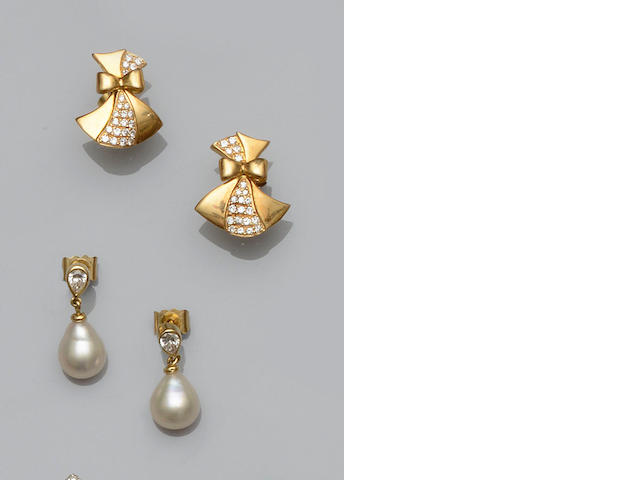 A pair of diamond and cultured pearl earpendants and a pair of diamond earstuds (2)