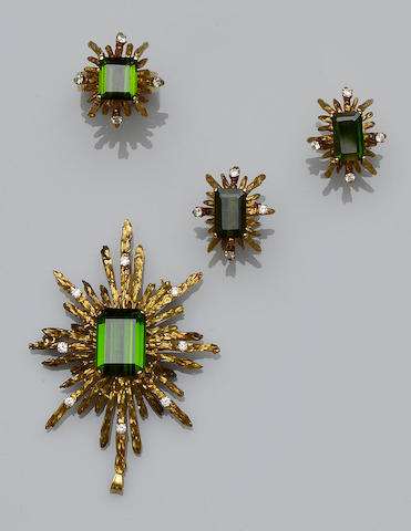 A diamond and green tourmaline pendant, earring and ring suite, (3)