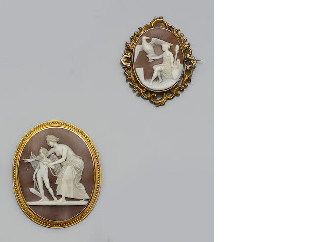 Two shell cameo brooches (2)