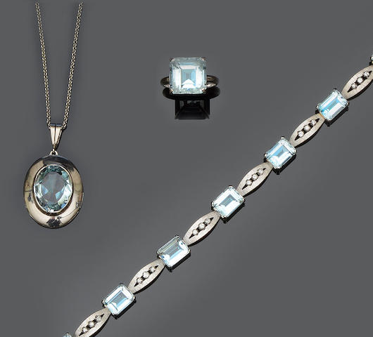 A collection of aquamarine jewellery  (3)