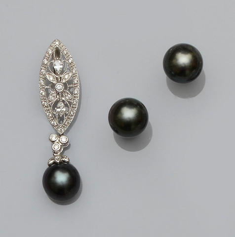 A black cultured pearl and diamond pendant and a pair of black cultured pearl earstuds (2)